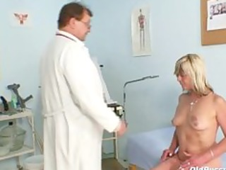 nada visits her gyno doctor for aged muff