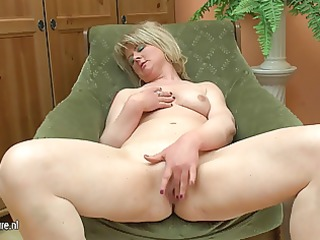 bulky older mom play with her sex toy