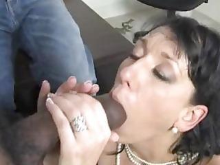 randy brunette hair momma with giant hooter sucks